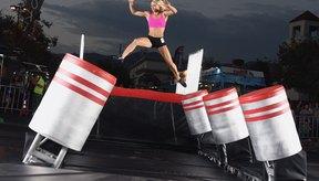 La doble de riesgo profesional Jessie Graff aborda los obstáculos durante el final de la séptima temporada de Guerrero Ninja Americano