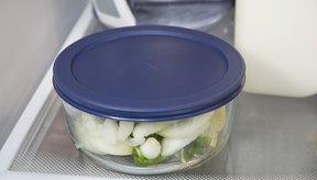 Guarda los pimientos y las cebollas cocidos en un recipiente hermético en el refrigerador por hasta 72 hora.