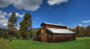 You Will Fall In Love With These 17 Beautiful Old Barns In Colorado