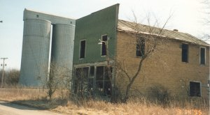 Visit These 9 Creepy Ghost Towns In Indiana At Your Own Risk
