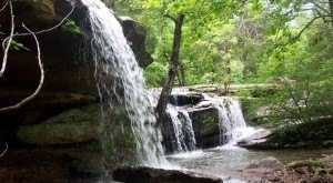 These 10 Hidden Waterfalls In Illinois Will Take Your Breath Away