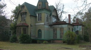 Here Are 10 Creepy Houses In Alabama That Could Be Haunted