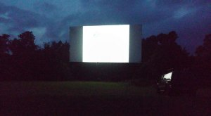 These Arkansas Drive-In Theaters Are Fun For A Night Out