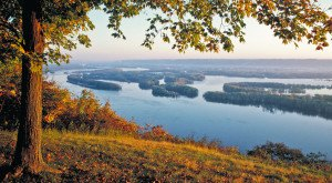 You Must Visit These 12 Awesome Places In Iowa This Fall