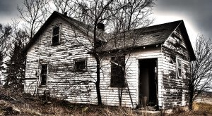 12 Creepy Houses In Minnesota That Could Be Haunted