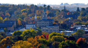 These 13 Perfectly Picturesque Small Towns In Iowa Are Delightful