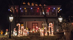These 10 Houses In Iowa Have The Most Unbelievable Christmas Decorations