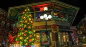 Here Are The Top 10 Christmas Towns In Florida. They're Magical.