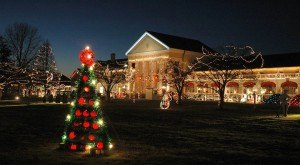 Here Are The Top 14 Christmas Towns In Virginia. They're Magical.