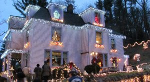 Here Are The Top 12 Christmas Towns In West Virginia. They're Magical.