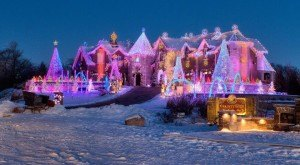 These 8 Houses In Illinois Have The Most Unbelievable Christmas Decorations