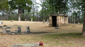 These 8 Disturbing Cemeteries In Alabama Will Give You Goosebumps