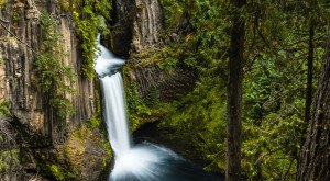 Everyone In Oregon Must Visit This Epic Waterfall As Soon As Possible