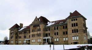 This Creepy Asylum In Illinois Is Still Standing… And Still Disturbing
