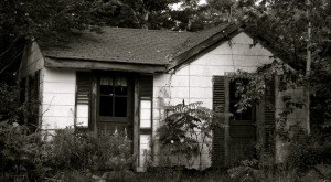 12 Creepy Houses In Maine That Could Be Haunted