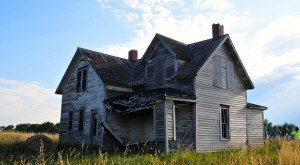 8 Creepy Houses In South Dakota That Could Be Haunted