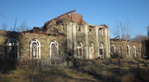 Nature Is Reclaiming This One Abandoned New York Spot And It's Actually Amazing