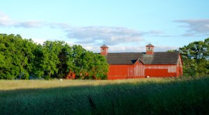 You Will Fall In Love With These 14 Beautiful Old Barns in New Hampshire