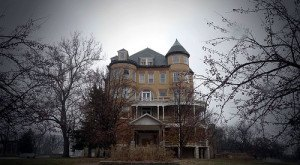 This Creepy Kansas Asylum Is The Stuff Nightmares Are Made Of