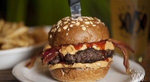 15 Burger Joints In Southern California That'll Make Your Taste Buds Go Crazy