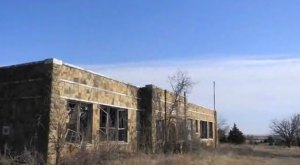 Nature Is Reclaiming This One Abandoned Oklahoma Spot And It's Actually Amazing