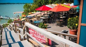 10 Incredible Waterfront Restaurants Everyone In  Iowa Must Visit