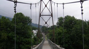 This Terrifying Swinging Bridge In Buchanan, Virginia Is A Great Little Adventure
