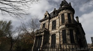 The Dark Past Of Ohio's Most Haunted Home Will Chill You To The Bone