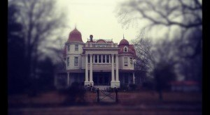 The Story Behind Arkansas's Most Haunted House Will Give You Nightmares