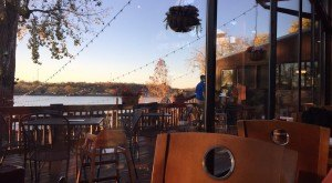 10 Incredible Waterfront Restaurants Everyone In Kentucky Must Visit