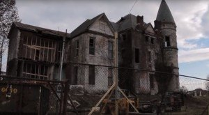 Urban Explorers Discover What's Inside An Abandoned Mansion In Kentucky