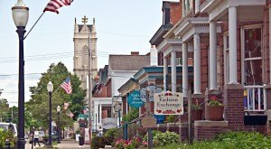 10 Beautiful, Historic Neighborhoods In Iowa That Are Full of Charm