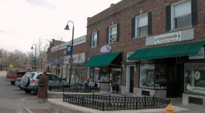 11 Small Towns In Illinois Where Everyone Knows Your Name