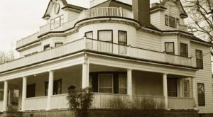 The Story Behind Oklahoma's Most Haunted House Will Give You Nightmares