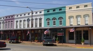 This Charming Town In Mississippi Is Perfect For A Summer Day Trip