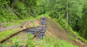 You've Never Experienced Anything Like This Epic Abandoned Railroad Hike In Oregon