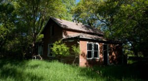9 Creepy Houses In North Dakota That Could Be Haunted