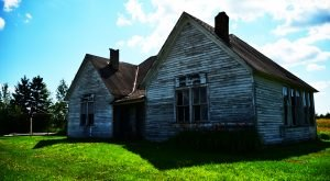 This Abandoned Schoolhouse In Wisconsin Is A Hauntingly Beautiful Snapshot Of The Past