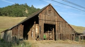 You Will Fall In Love With These 20 Beautiful Old Barns In Northern California