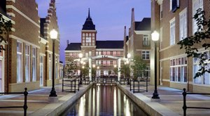 This Charming Town In Iowa Is Perfect For A Summer Day Trip
