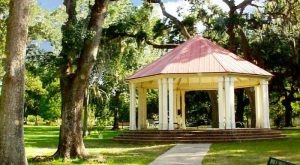 This Charming Town in Louisiana Is Perfect For A Summer Day Trip