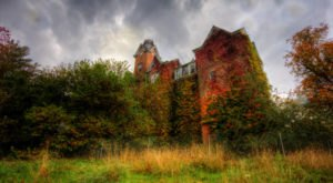 This Dilapidated, Dangerous Structure In Ohio Belongs In A Stephen King Novel
