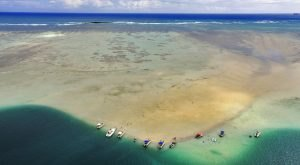 Hawaii's Magical Kaneohe Sandbar Is Only Accessible During Low Tide