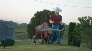 10 Bizarre Roadside Attractions In Iowa That Will Make You Do A Double Take