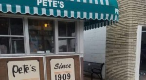This Tiny Shop In Wisconsin Serves Hamburgers To Die For