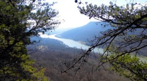 10 Easy Hikes To Add To Your Outdoor Bucket List In Tennessee