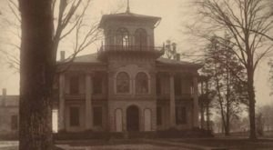 This Haunted House In Alabama Will Terrify You In The Best Way
