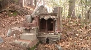 Most People Have No Idea There's An Entire Abandoned Village Hiding In Connecticut