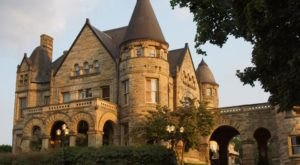 Entering This Hidden Castle Near Pittsburgh Will Make You Feel Like You're In A Fairy Tale