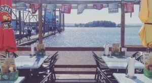 This Floating Restaurant In Oregon Serves Mouthwateringly Delicious Food